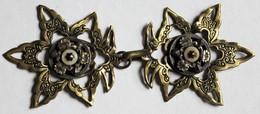 Rare Ancienne Boucle Agrafe De Cape De Cocher En Bronze Ciselé Bel Objet - Bijoux & Horlogerie