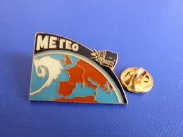 Pin's Satellite Stationnaire Météo Meteosat - Planète Terre Carte De France - Dépression (P67) - Space