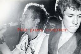 SEX PISTOLS Johnny Rotten Et Steve Jones Vers 1975 - Célébrités