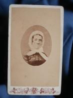 Photo CDV Victor Coué à Saumur - Portrait En Médaillon Femme Avec Coiffe De Ville, Circa  1880-85 L395B - Oud (voor 1900)