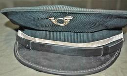 Rare Ancienne Casquette De Garde-chasse En Velours Vert Et Cor De Chasse Sur Le Devant Pas De Taille Visible - Casques & Coiffures