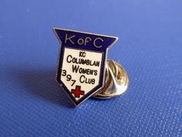 Pin's Croix Rouge K Of C - KC Columbian Women's Club 397 - écrit Columblan (MA68) - Medical