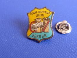 Pin's CHG Verdun - Hôpital - Centre Hospitalier Général - Tour Chateau Blason (MA46) - Medical
