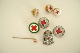 Lotto  Di  8 Spille  Pin's Distintivo Croce Rossa Giovanile  PIN'S SPILLA - Medical