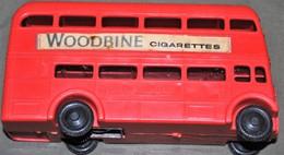Rare Ancien Bus Anglais Avec Pub Pour Cigarettes à Friction - Jouets Anciens