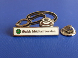 Pin's Quick Médical Service - Stétoscope - Hôpital Santé Soins Médecin Matériel (MA57) - Medical