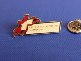Pin's Médecins Sans Frontières Luxembourg MSF (YD3) - Associations