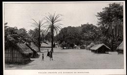 1911  --  CONGO BELGE  VILLAGE INDIGENE AUX ENVIRONS DE MOPOLUIGE   3P845 - Old Paper