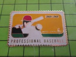 1018c Pin's Pins / Rare Et De Belle Qualité / THEME POSTES : GRAND TIMBRE AMERICAIN BASEBALL 1869-1969 - Mail Services