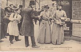 75.Les Petits Métiers De Raris.Les Premières Femmes  Distributrices De Prospectus. - Non Classificati
