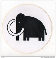 "AUTOCOLLANT . SUPER-MARCHÉ "" MAMOUTH "" - Ref. N°2493 - - Stickers"