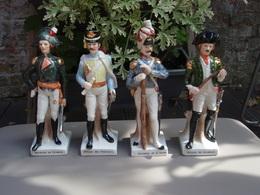 4 Personnages Soldats De Napoléon En Statuette De Porcelaine. - Unclassified