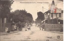 FRANCONVILLE PASSAGE A NIVEAU - Franconville