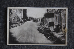 MILITARIA - Guerre 1939/45 : LA BRESSE (88), Carte Photo,  Grand  Rue à Travers Les Décombres. - Weltkrieg 1939-45