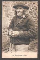 123 - Un Vieux Pélerin Breton Avec Son Chapelet En Mains - Other