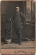 Fotografia Su Cartoncino Cm. 10,8 X 16,7 Di Militare In Posa. Studio Montorfano & Tettamanti, Como - Guerre, Militaire