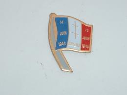 Pin's DRAPEAU Français, BAYEUX, 14/06/1944 - 16/06/1946 - Militaria