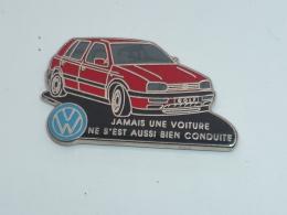 Pin's GOLF VOLKSWAGEN, JAMAIS UNE VOITURE NE S EST AUSSI BIEN CONDUITE - Volkswagen