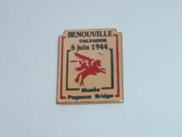 Pin's MUSEE PEGASUS BRIDGE A BENOUVILLE - Army