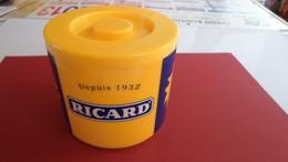 BOITE A GLACONS  RICARD   ***     A SAISIR   ***** - Ashtrays