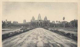 CARTE CAMBODGE. ANGKOR-VAT. VUE GENERALE PRIS E DE LA CHAUSSEE INFERIEURE D'ACCES - Cambodge