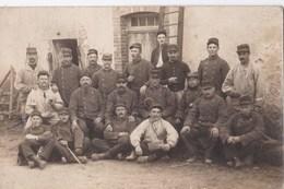 Carte PHOTO Campagne 1914 Souvenir De Cosnes : Groupe De Militaire - Cosne Cours Sur Loire