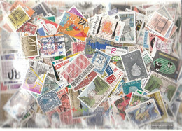 Netherlands 800 Different Stamps - Collections