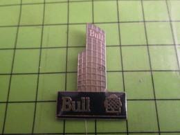210c Pin's Pins / Beau Et Rare : Thème INFORMATIQUE : BULL IMMEUBLE BUILDING GRATTE-CIEL - Computers
