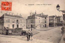 92 MEUDON HOTEL DE VILLE ET EGLISE  PERSONNAGES - Meudon