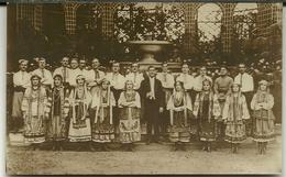 PARIS  A Situer Carte Photo  Folklore Groupe Russes ? Slaves ? Polonais ? éditeur Lapina - Russie