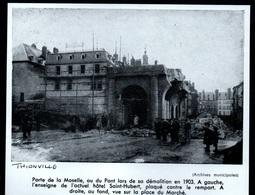 1958  --  THIONVILLE  PORTE DE LA MOSELLE EN COURS DE DESTRUCTION EN 1903  3P876 - Old Paper