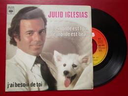 """DISQUE Vinyle 45 T - JULIO IGLESIAS  """" Le Monde Est Fou Lemonde Est Beau - J'ai Besoin De Toi """" 1978 - TBE - Vinyl Records"""
