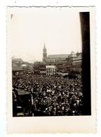 Doudou : Rarissime Photo Originale De La Grand Place De Mons Prise Par Un Amateur Le 28 Mai 1948, Jour De La Ducasse - Plaatsen