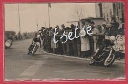 Mettet - Circuit ...3 Motos Dans Un Virage - Photo De Presse, Format Carte Postale ( Voir Verso ) - Mettet