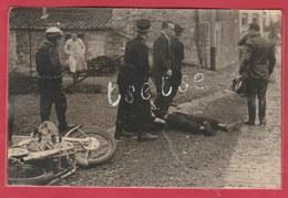 Mettet - Circuit ...accident , Motard, Gendarme - Photo De Presse, Format Carte Postale ( Voir Verso ) - Mettet