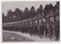 DT- Reich (000502) Propaganda Sammelbild Deutschland Erwacht Bild 220, Die Standarten Des Sieges,Parteitag Nürnberg 1933 - Germany