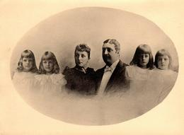 Photo Originale Jolie Famille En Médaillon Vers 1890 Parents Et Leur 4 Filles - Photo Retouchée Au Crayon - Légende Dos - Personnes Identifiées
