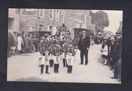 Carte Photo Meslay Du Maine (53) Fete Des Fleurs ( Enfants Costumés En Jockeys Char  Gendarme Public Près Villa Chaudet) - Meslay Du Maine