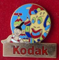 Pin's Pins KODAK CLOWN - Pin's
