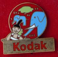 Pin's Pins KODAK CLOWN ET ELEPHANT - Pin's