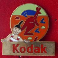 Pin's Pins KODAK CLOWN ET KANGOUROU - Pin's