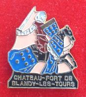 Pin's Pins CHEVALIER BLANDY LES TOURS - Pin's