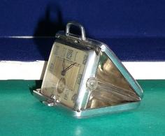Montre Suisse à Clapet Fermoir Avec Numéro Du Fabricant Et Poinçon. ( CW ) - Watches: Old