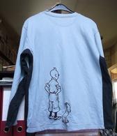 Sweat Shirt Tintin De Couleur Bleu Ciel Et Bleu Marine, Taille L. ( CW ) - Habits & Linge D'époque