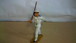 Figurines Soldat Marin Plastique Marque Starlux Soldat Qui Défile Chaussures Noires 6 Cm De Haut - Army