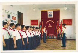 COREE DU NORD , PYONGYANG - Les Pionniers S'initient Aux Règles De La Vie Organisationnelle - Korea, North