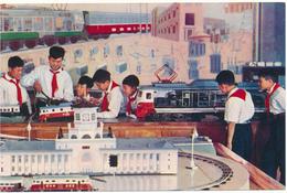 COREE DU NORD , PYONGYANG - Les Pionniers, Cabinet De Recherche Du Transport Ferroviaire - Korea, North