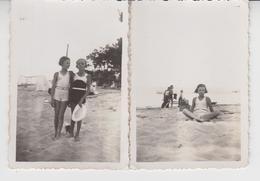 B 448 / CAP  FERRET  / GIRONDE  / 2 Photos De Fillettes En Maillot De Bain Sur Une Plage 1934 - Orte