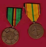 Fédération Nationale Des Anciens Prisonniers De Guerre FNAPG 2 Médailles Guerre 40/45 - Autres Collections