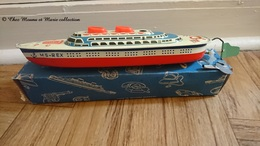 MS 700 REX MADE IN WESTERN GERMANY - PAQUEBOT EN TOLE AVEC SA BOITE ET CLE - BATEAU - NON FONCTIONNEL - Toy Memorabilia